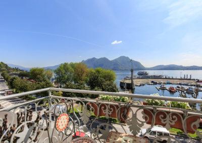 Deluxe-vista-lago-balcone-6
