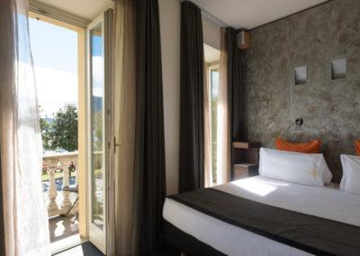 Deluxe-con-vista-lago-e-balcone-2019