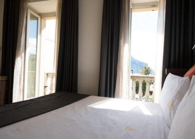 Deluxe-con-vista-lago-e-balcone